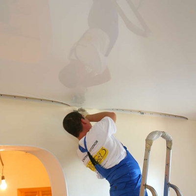 Наятгивание потолка