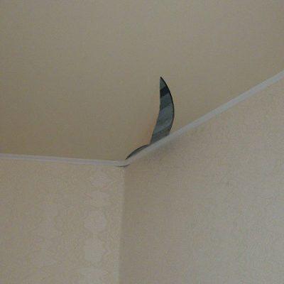 Порез потолка натяжного