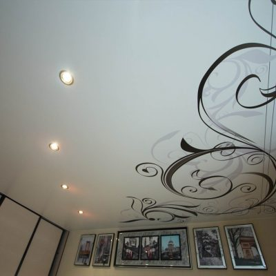 Потолок с узорами