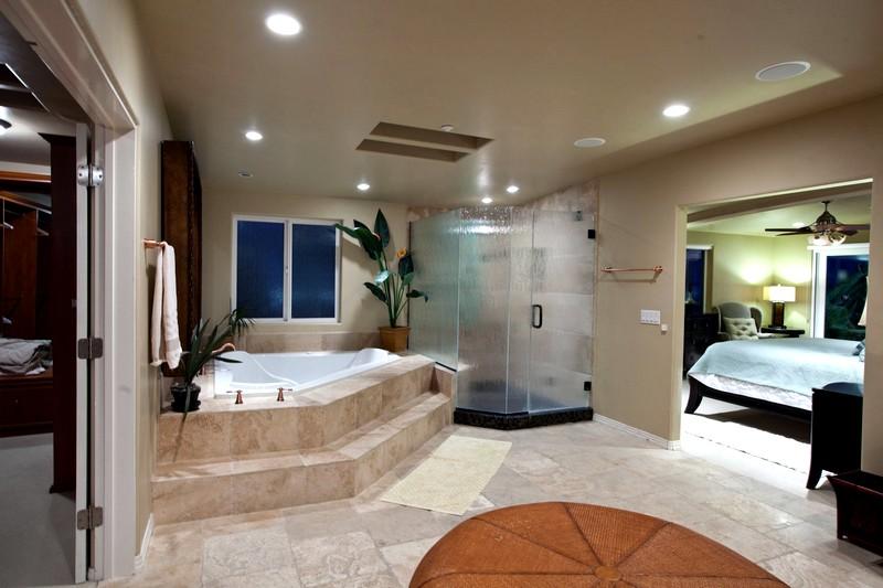 Ванная комната с угловой джакузи