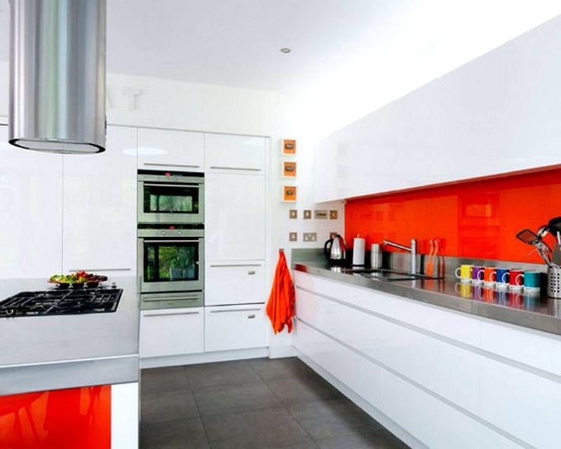 Оформление кухни в бело-оранжевых тонах