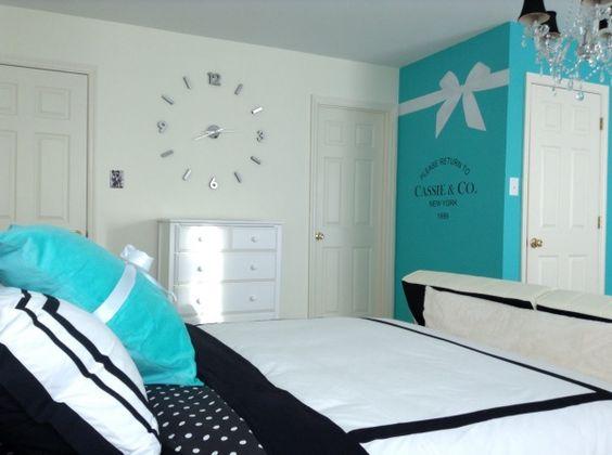 Спальная комната для девочки в голубом цвете