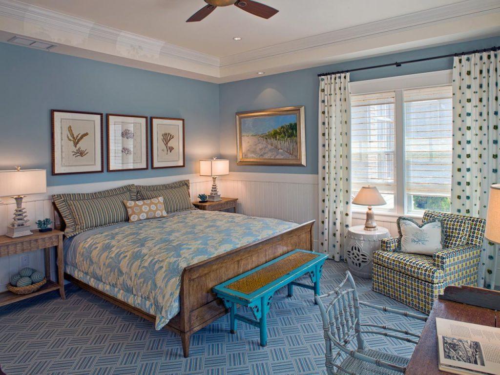 Спальня в спокойных тонах располагает к отдыху и внутреннему равновесию