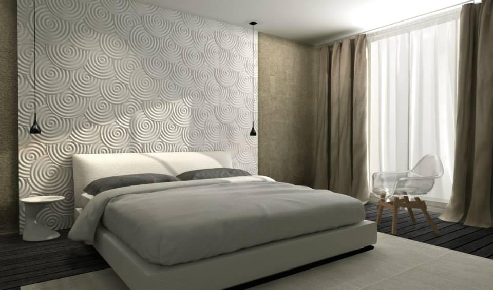 Спальня с декоративное отделкой стен