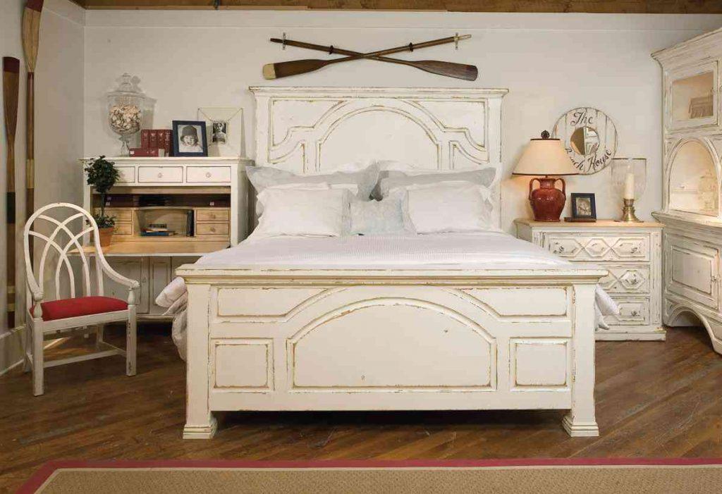 антиквариатная мебель в интерьере прованского стиля