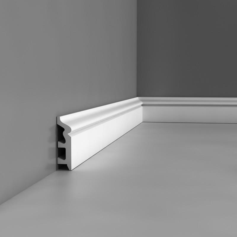 Белый плинтус из пластика в интерьере