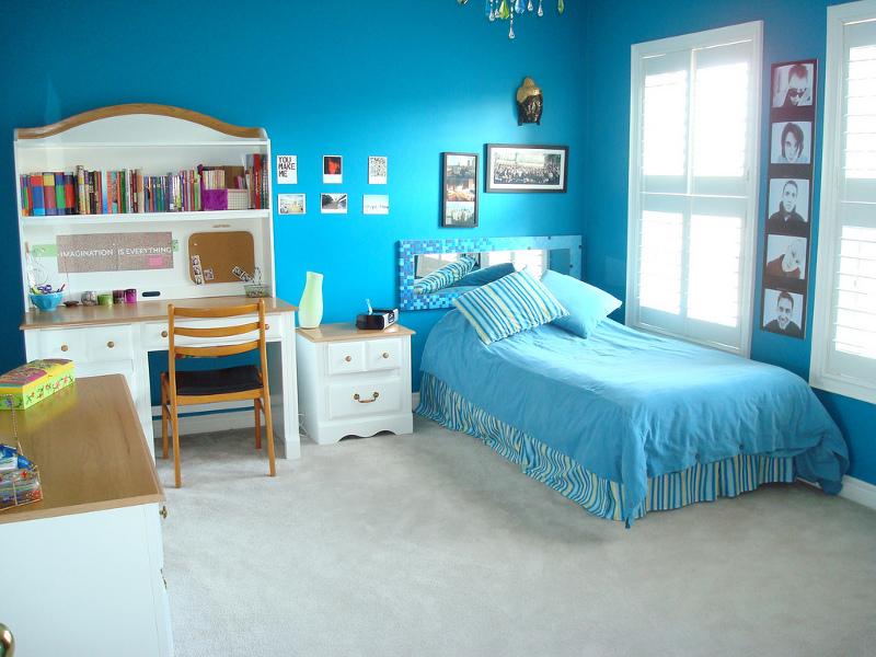 Голубой цвет в спальне