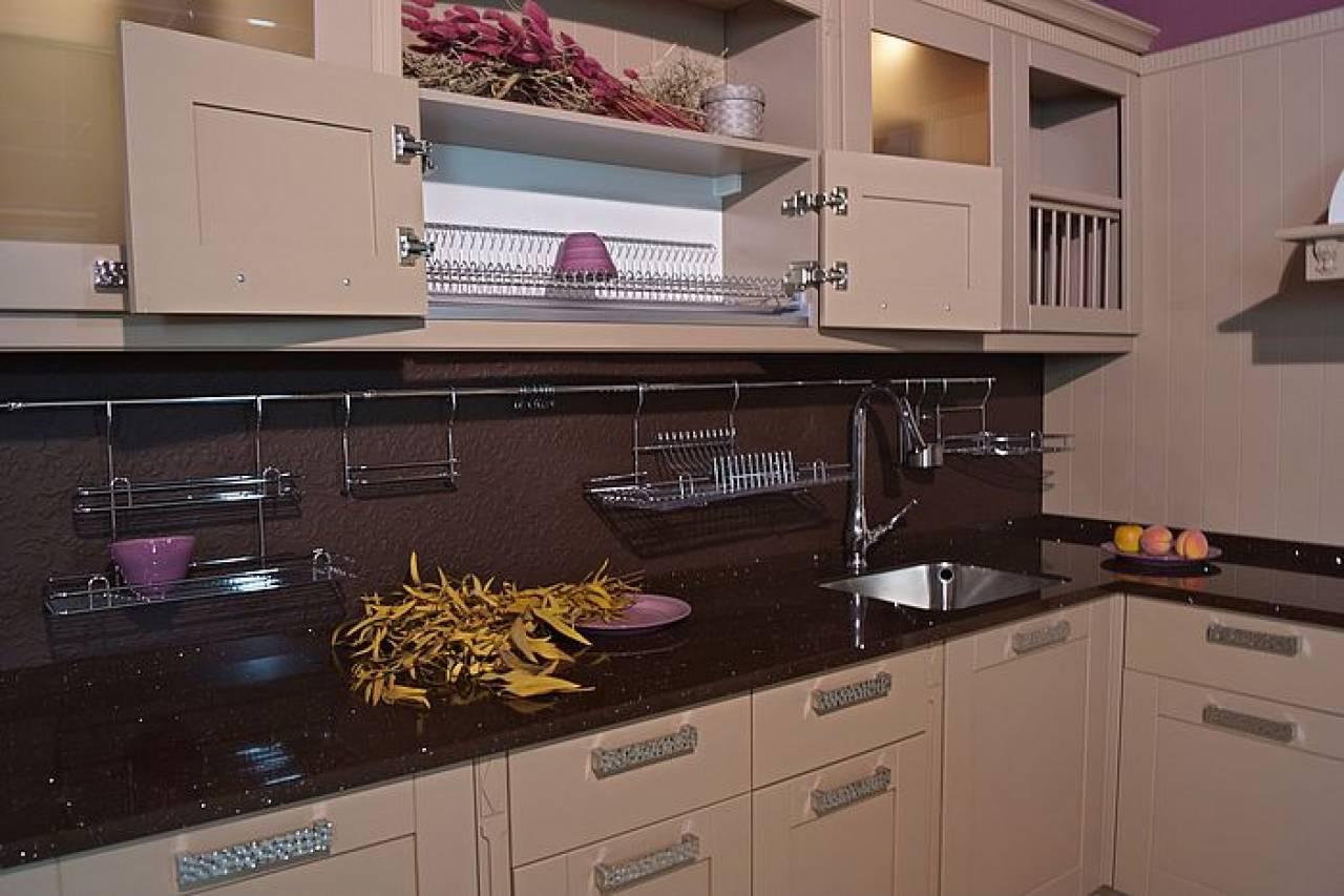 Кухня цвета капучино