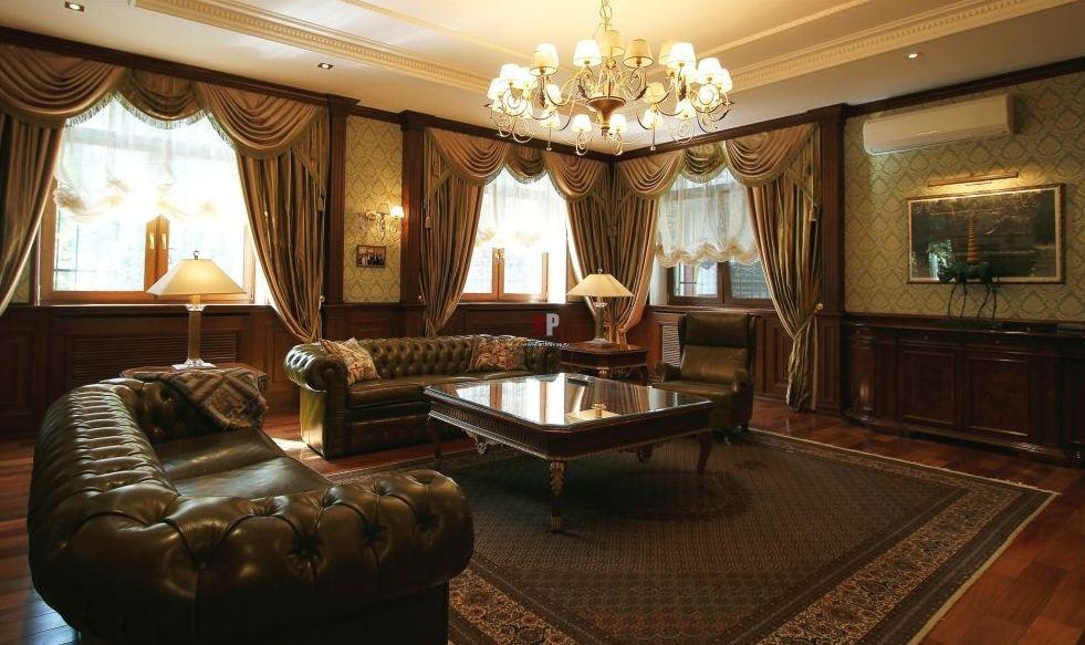Ламинат в гостиной в английском стиле