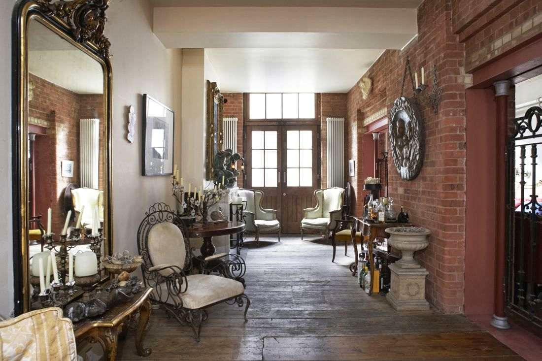Антиквариат в интерьере квартиры