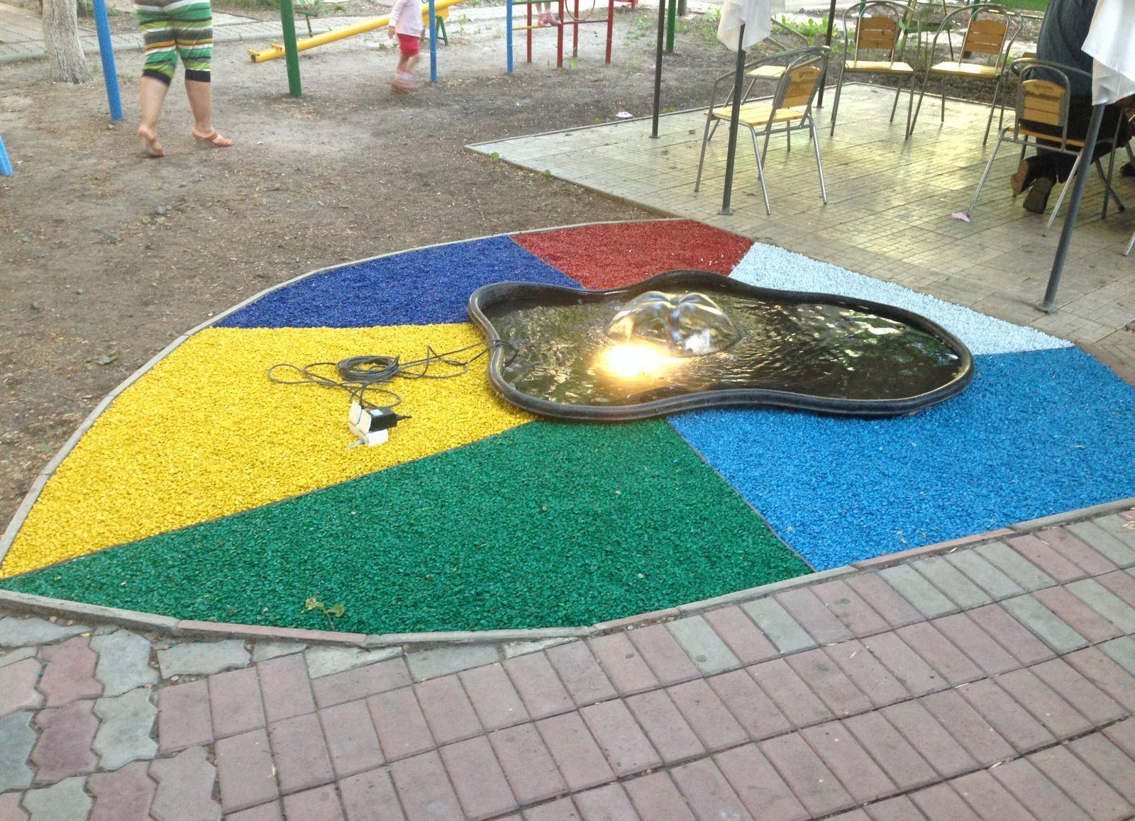 Отделка фонтана декоративным щебнем