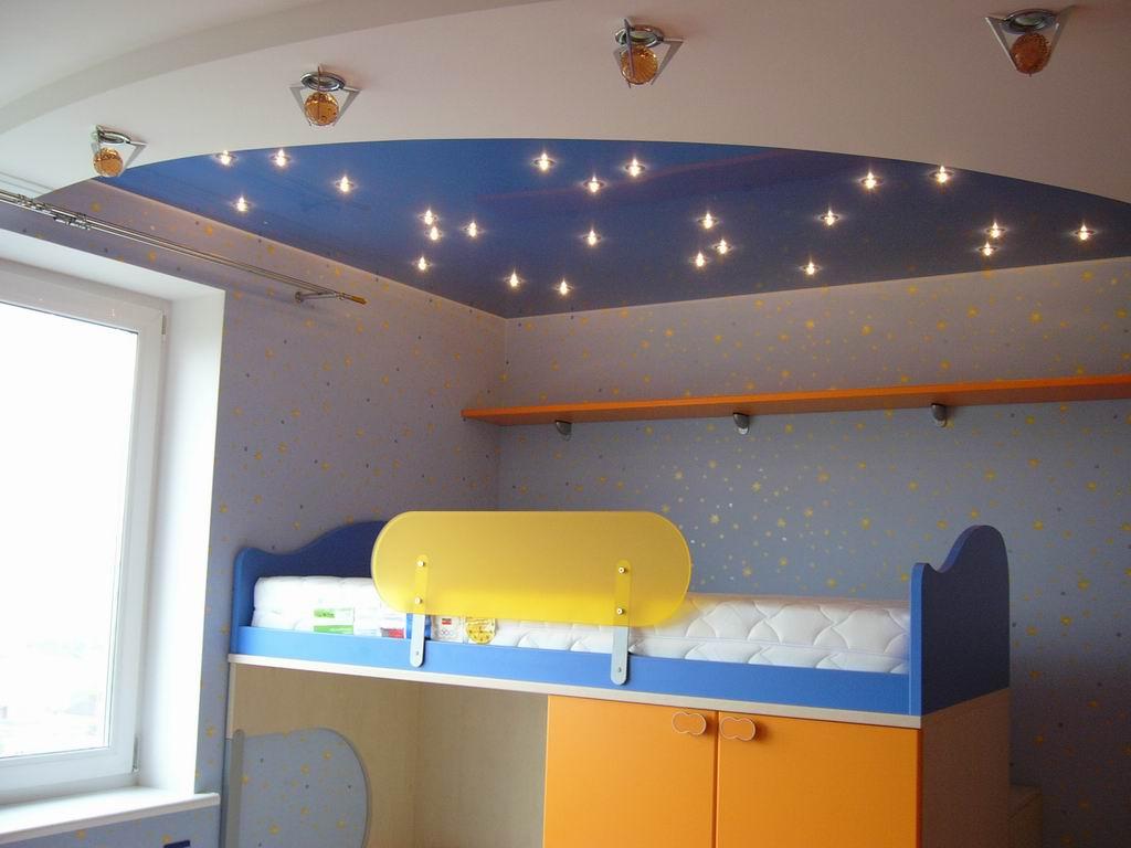 Натяжной потолок в детской комнате для мальчиков