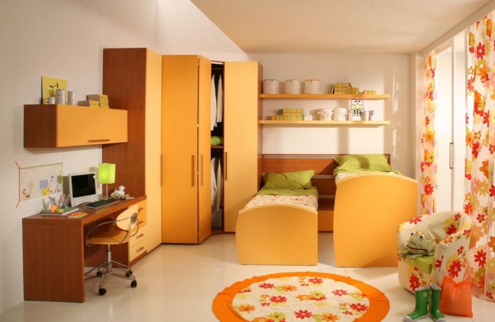 Солнечная детская комната для девочек