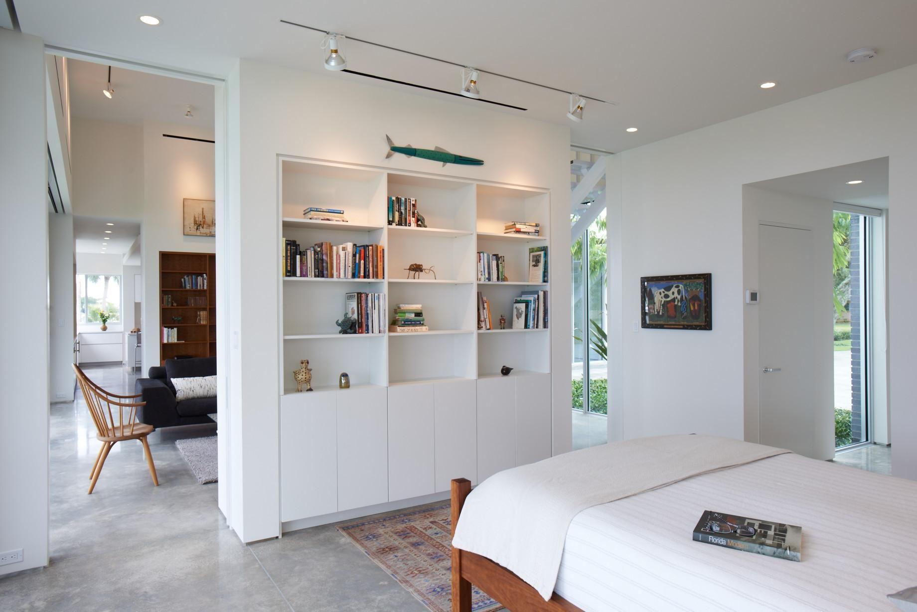 Стеллаж из гипсокартона в интерьере двухкомнатной квартиры