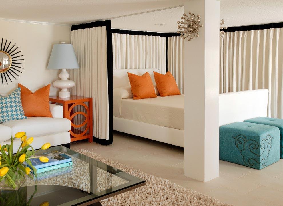 Отделка стен в светлых тонах в гостиной-спальне