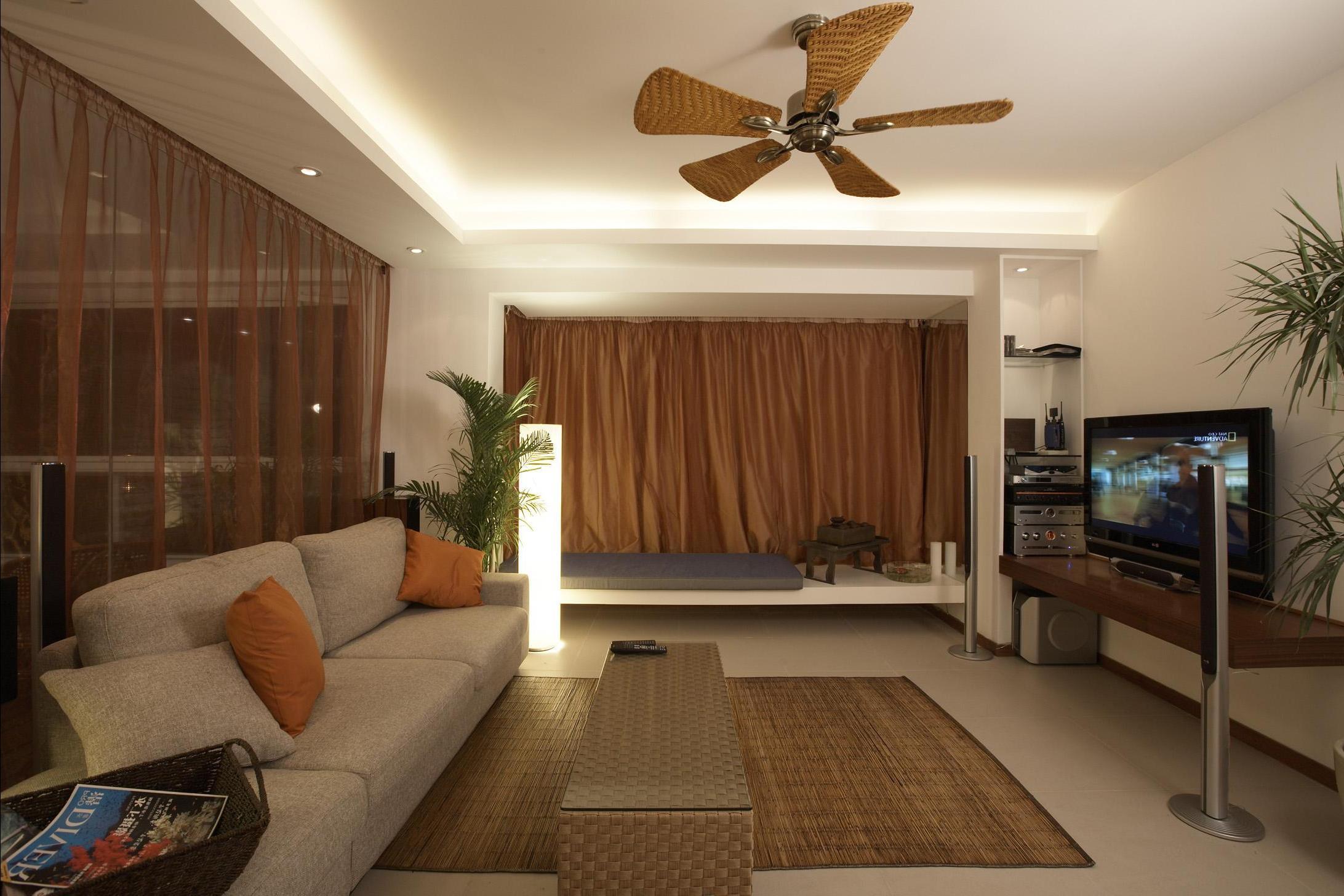 Проходная гостиная в хрущевке в коричневых тонах