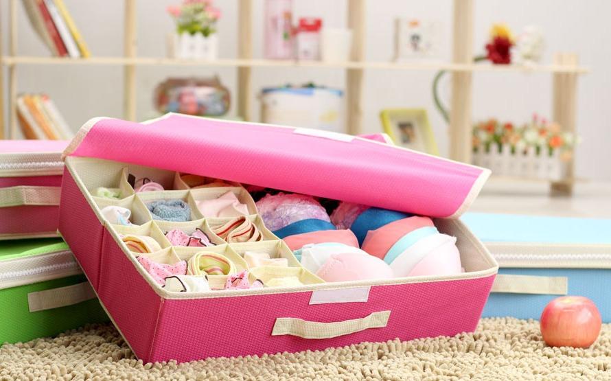 Удобный органайзер для мелких предметов в комнате девушки