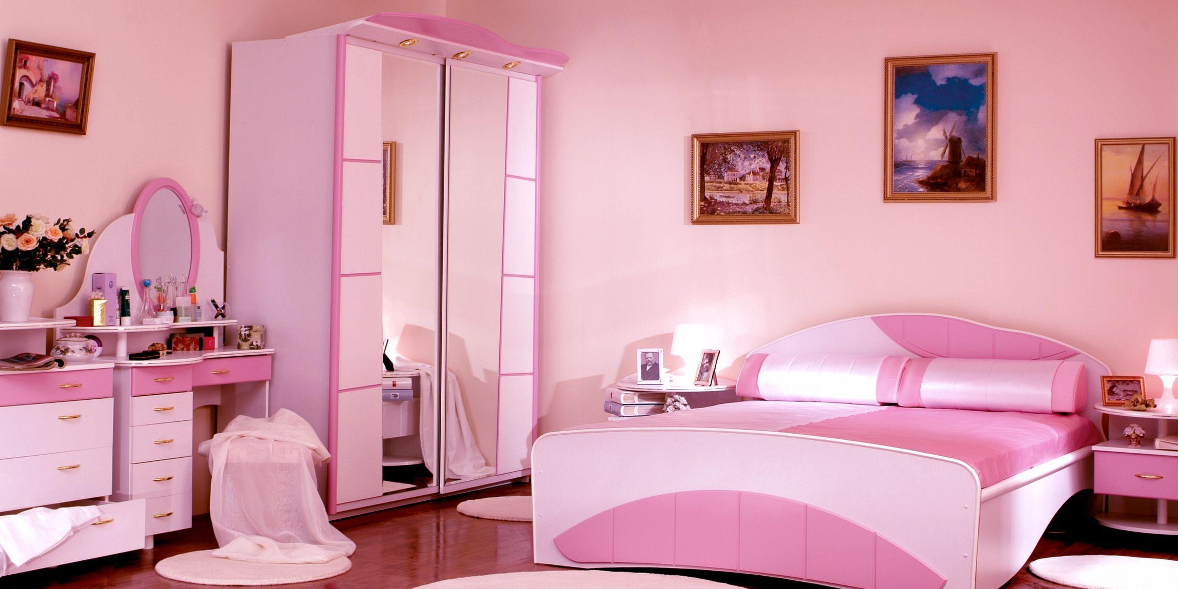 Интерьер комнаты для девушки в розовых тонах