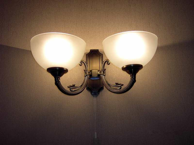 Светильник-бра для комнаты подростка-девочки