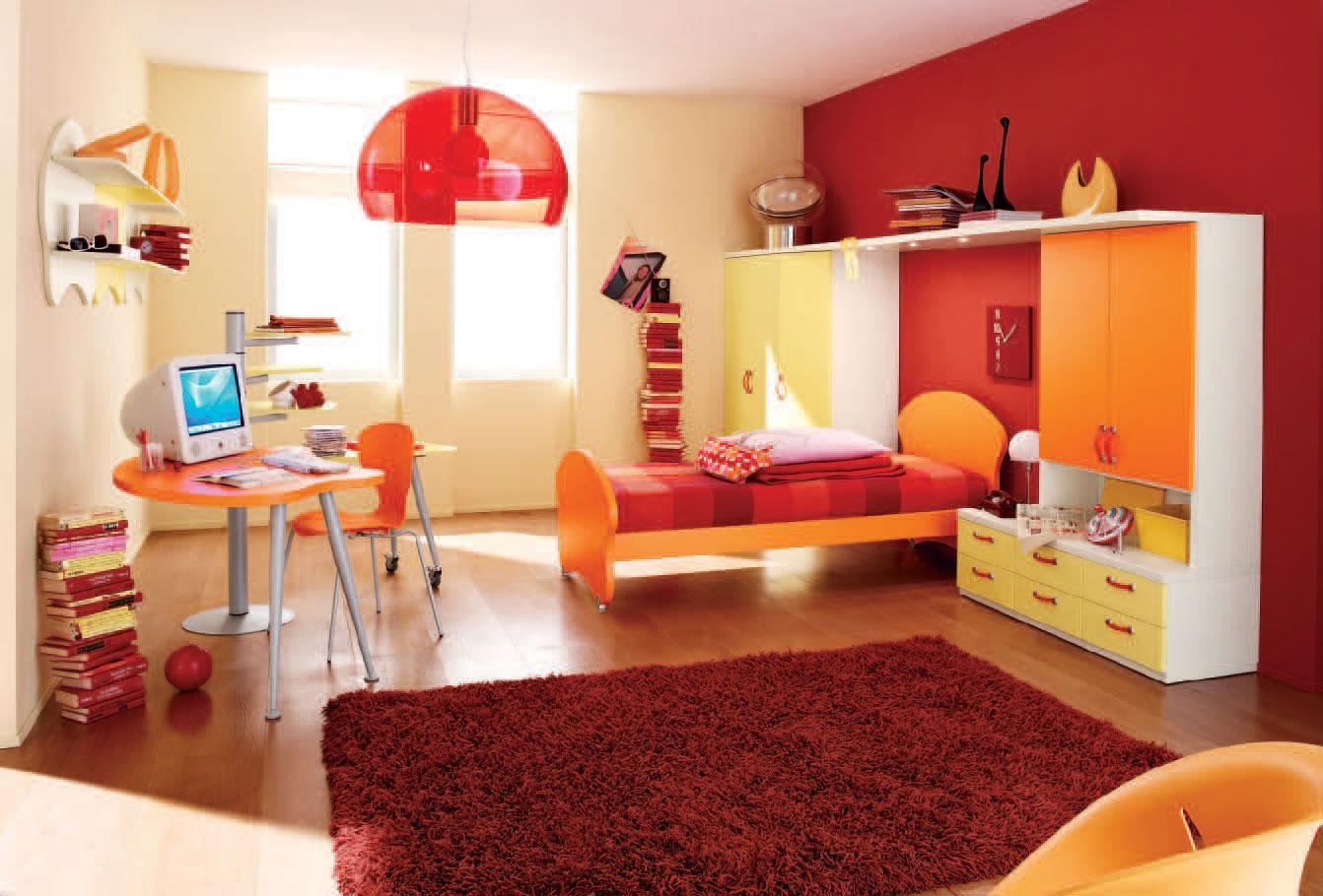 Дизайн комнаты для девочки-подростка в ярких тонах