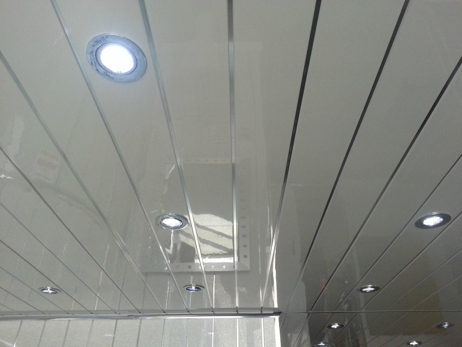 Для увеличения пространства применяют реечные потолки