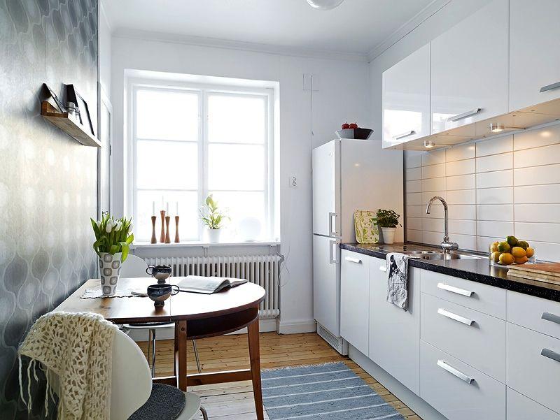 Кухня в светлых тонах увеличивает пространство