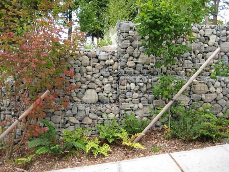 Габионы используют для укрепления стен