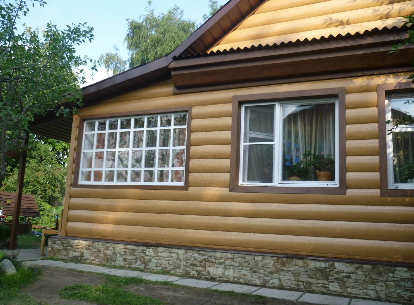 Деревянный блок-хаус имитирует бревенчатый сруб