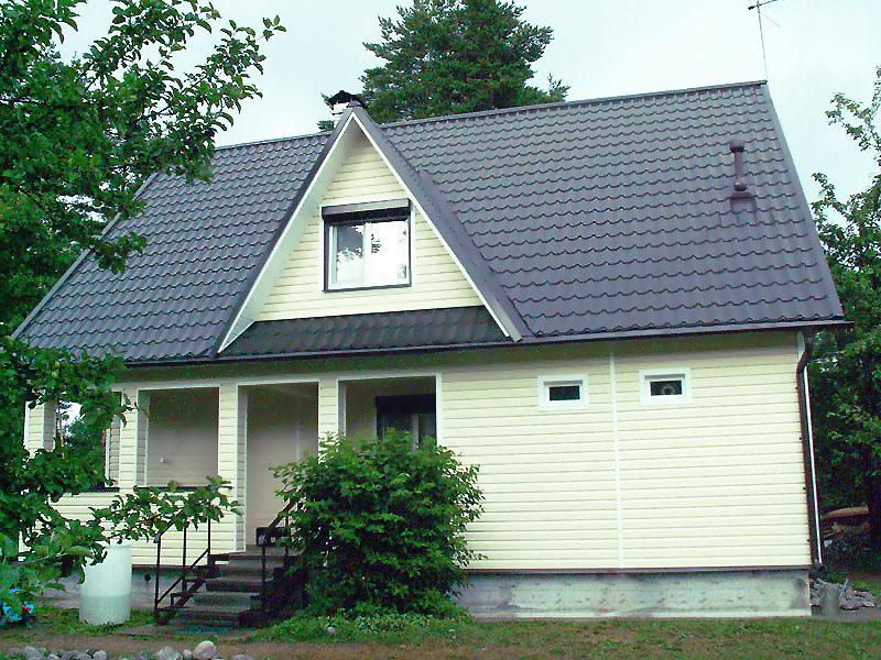 Сочетание пастельного сайдинга и крыши нейтрального оттенка