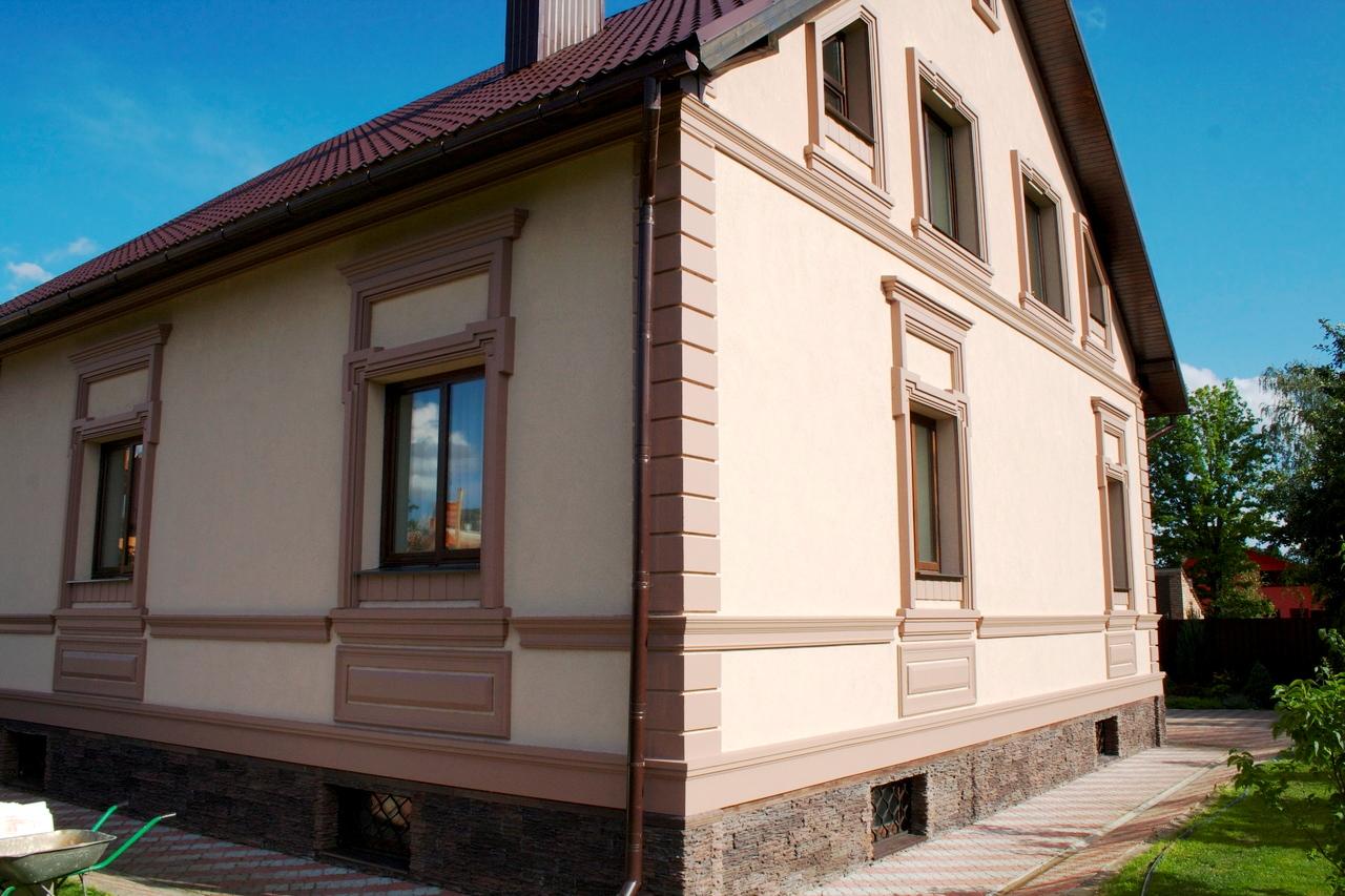 Отделка фасада каркасного дома штукатуркой обойдется недорого