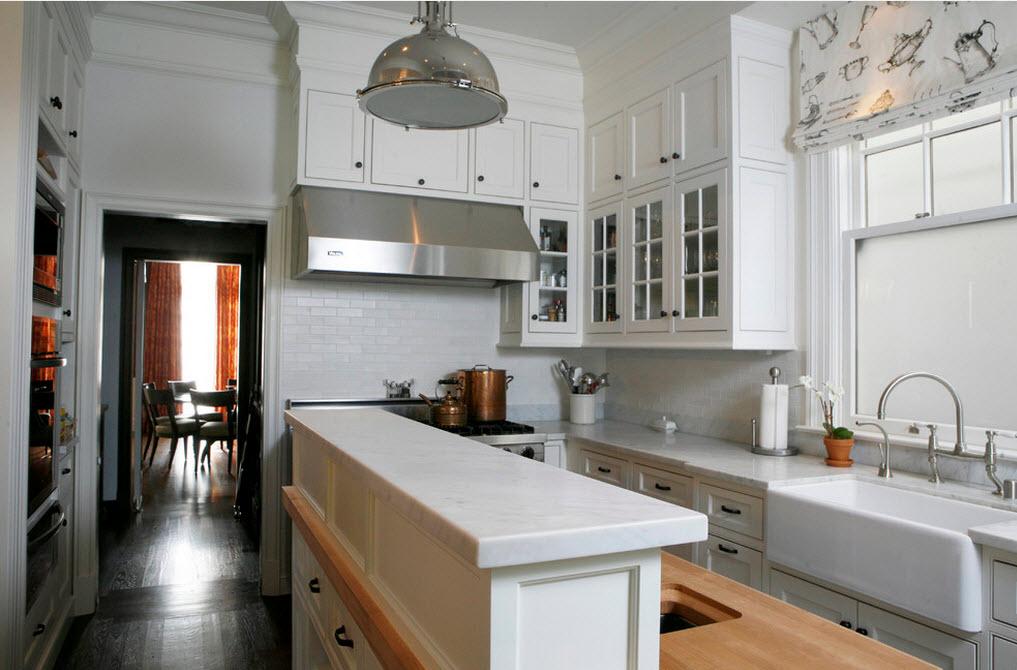 Организация маленькой кухни в белых тонах