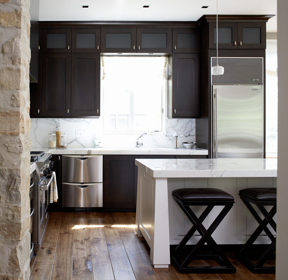 Прочные полы в маленькой кухне