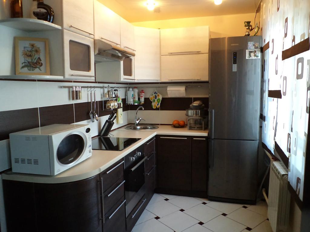 Уютная маленькая кухня в квартире