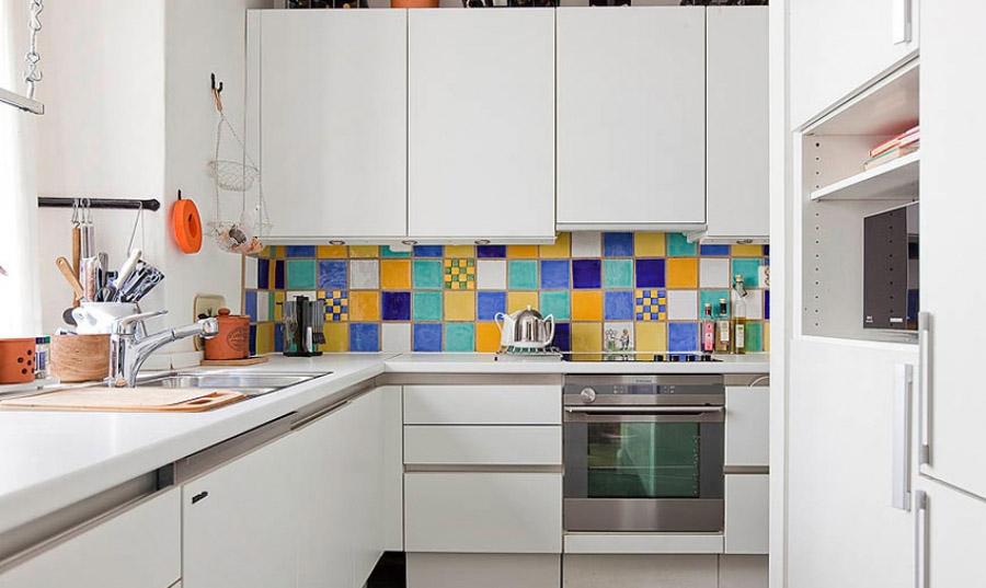 Использование белого цвета в дизайне маленькой кухни