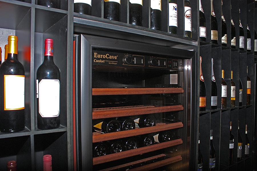 Винные холодильники позволяют вручную устанавливать температурный режим