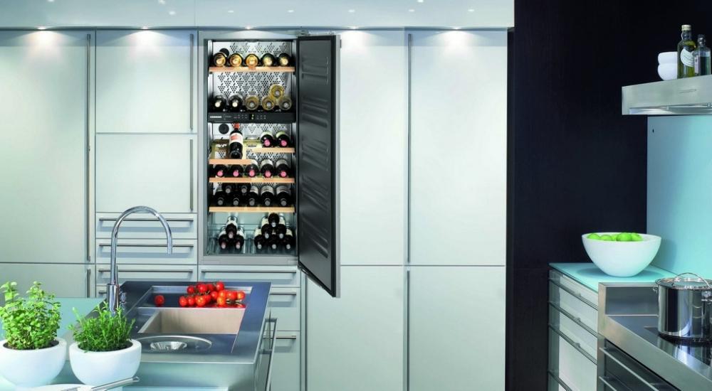 Чаще всего винные шкафы очень просты по дизайну