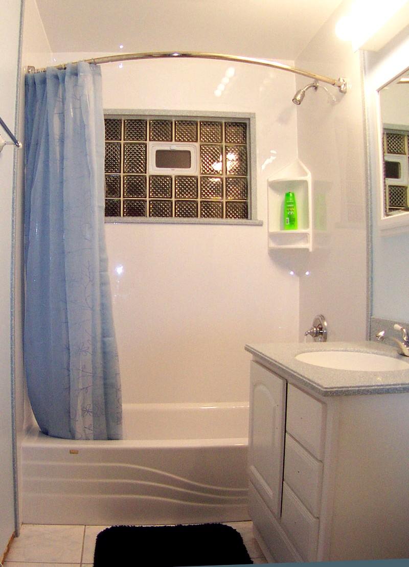 Простой дизайн для небольшой ванной комнаты