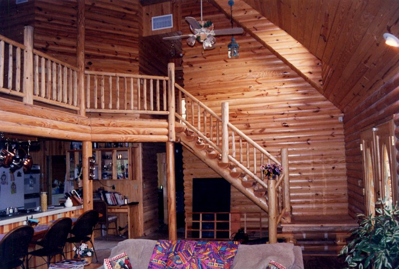 Простой дизайн интерьера в деревянном доме