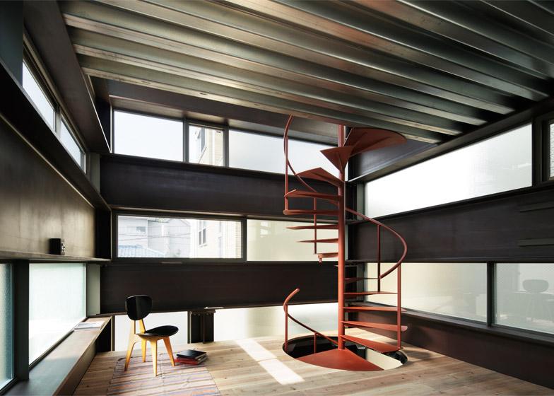 балки под потолком из металла