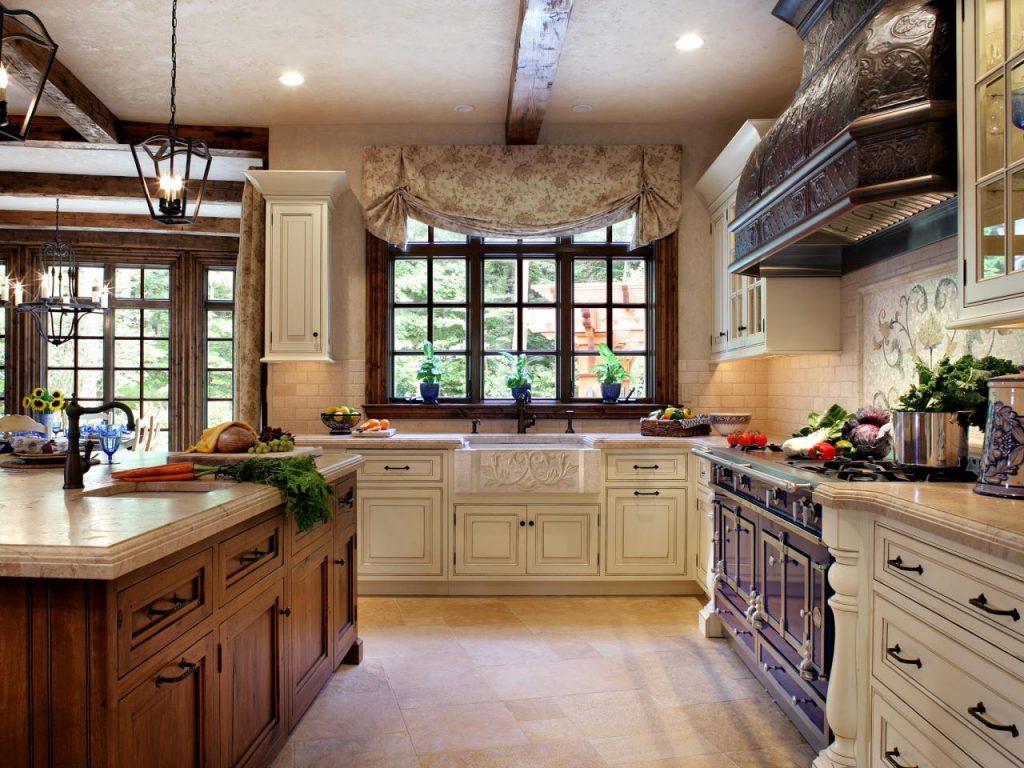 потолочные балки на кухне в стиле кантри