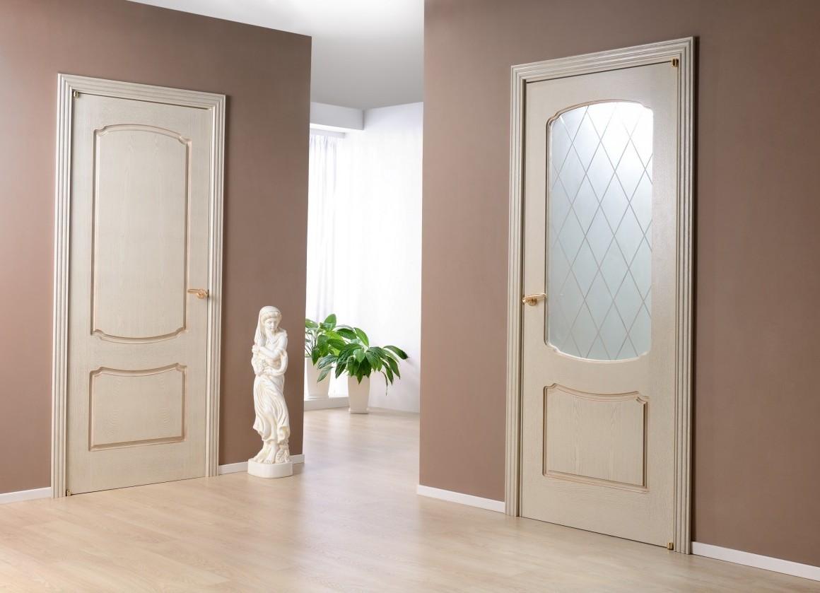 Белые двери в интерьере квартиры: удачные примеры, фото