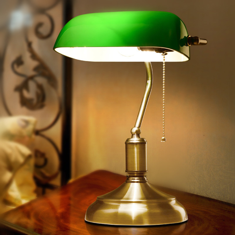 Настольная лампа в гостиной