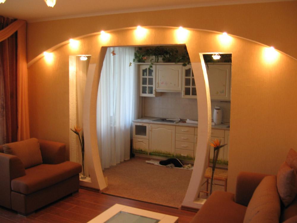 Межкомнатная арка из гипсокартона с подсветкой выглядит очаровательно
