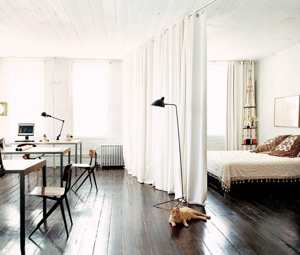 Отделение спальной зоны шторой