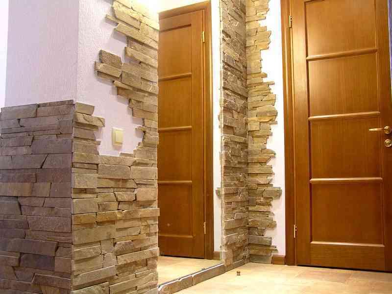 Отделка стен в коридоре искусственным камнем