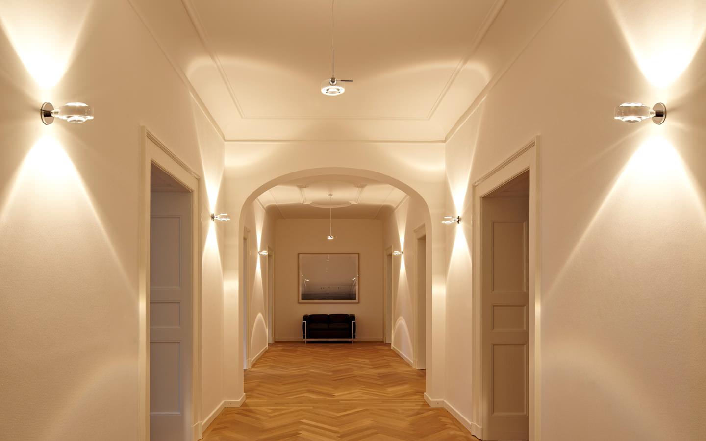 Рассеянный свет в коридоре