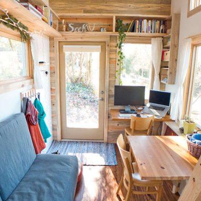 Интерьер маленького садового домика