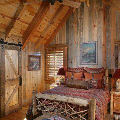 Интерьер спальни на небольшой даче