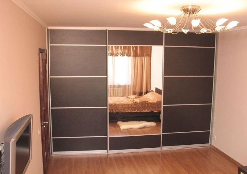 3-х дверный встроенный шкаф-купе в спальню