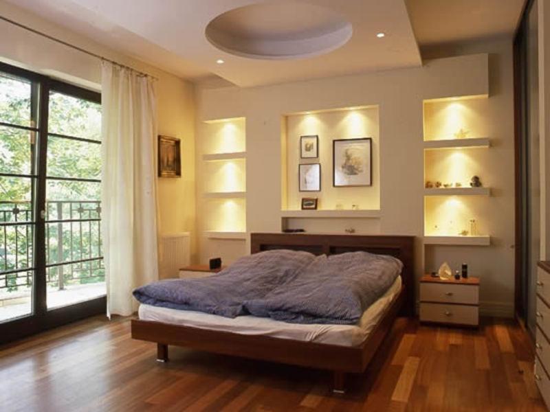 Оригинальный потолок из гипсокартона в спальне